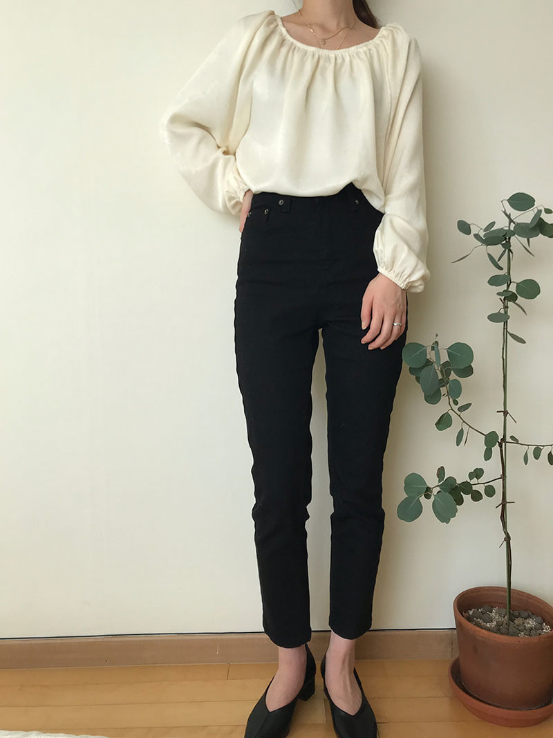 Basic crop black jean