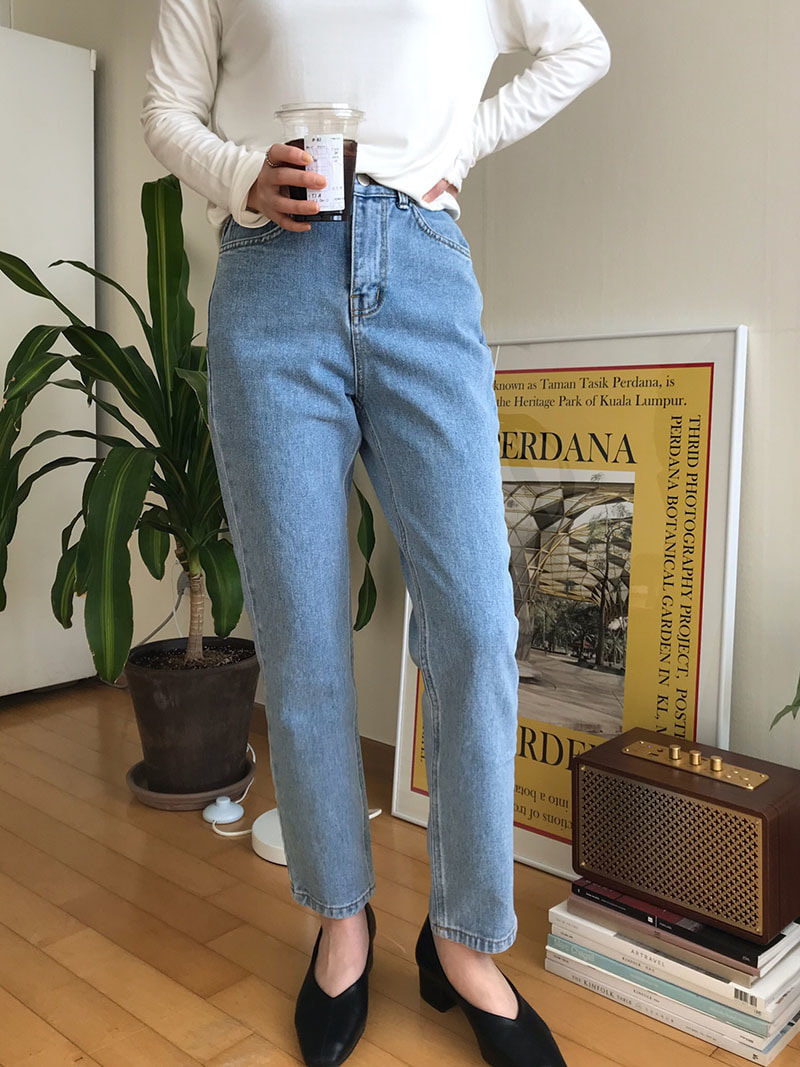 Light denim jean